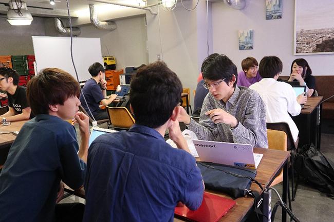 【連載企画/第1回】東北最大級のIT&ゲームコンテスト『DA・TE・APPS!2020』 企画オリエンテーションが始まり、東北学生たちの戦いが今年も幕を明ける! 話し合う出場者たち